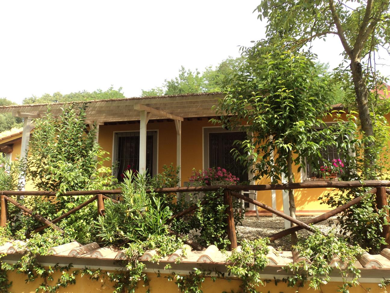 Villa-Giotto-Cimabue-esterno-vista-parco-e-piscina