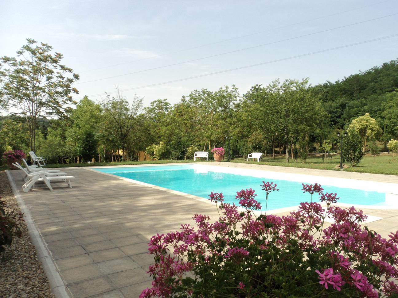 piscina-relax-solarium-nel-Chianti-Montevarchi